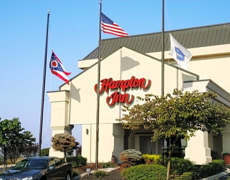 hampton inn with three flags